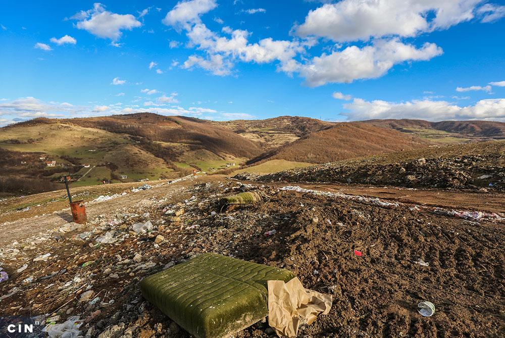 Na-deponiji-se-odlaže-kabasti-otpad-iako-je-predviđena-za-komunalni-otpad.