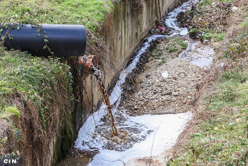 Procijedne-vode-sa-deponije-se-ulijevaju-u-Lepenički-potok-koji-prolazi-kroz-naseljena-mjesta.