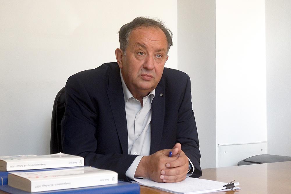 Advokat Almin Dautbegović upozorava na neravnopravan odnos prema političarima protiv kojih se vode istrage ili sudski postupci u odnosu na zaposlene u drugim djelatnostima, kao npr. u policiji (Foto: CIN)